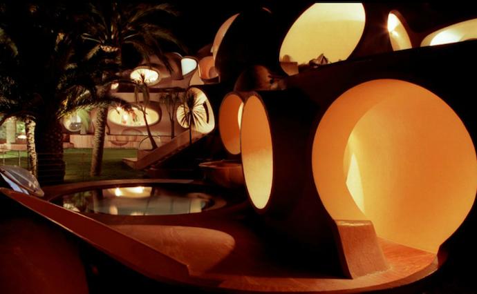 Дом пузырей на Лазурном Берегу: смелая фантазия Пьера Кардена